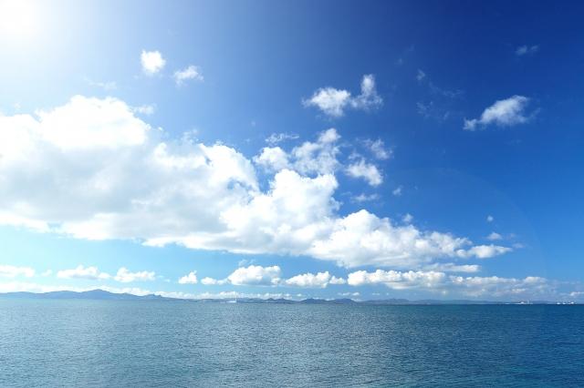 ひろがる空と海